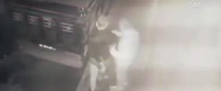 السلطات التركية تلقي القبض على شاب اعتدى على سوري وسرق هاتفه الجوال(فيديو)