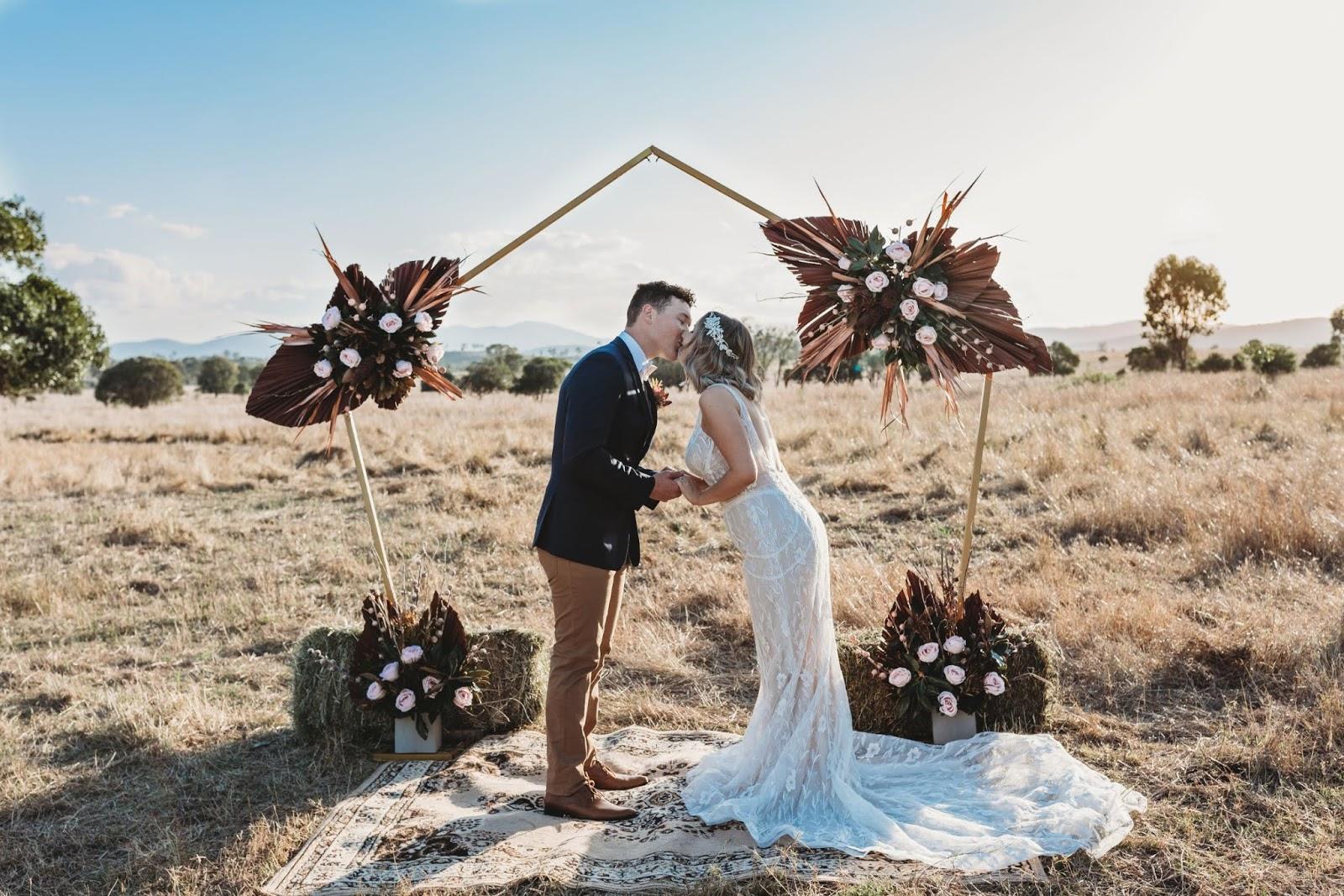 STYLED SHOOT: RUSTIC BOHEMIAN WEDDING EDITORIAL | MOUNT LARCOM QLD