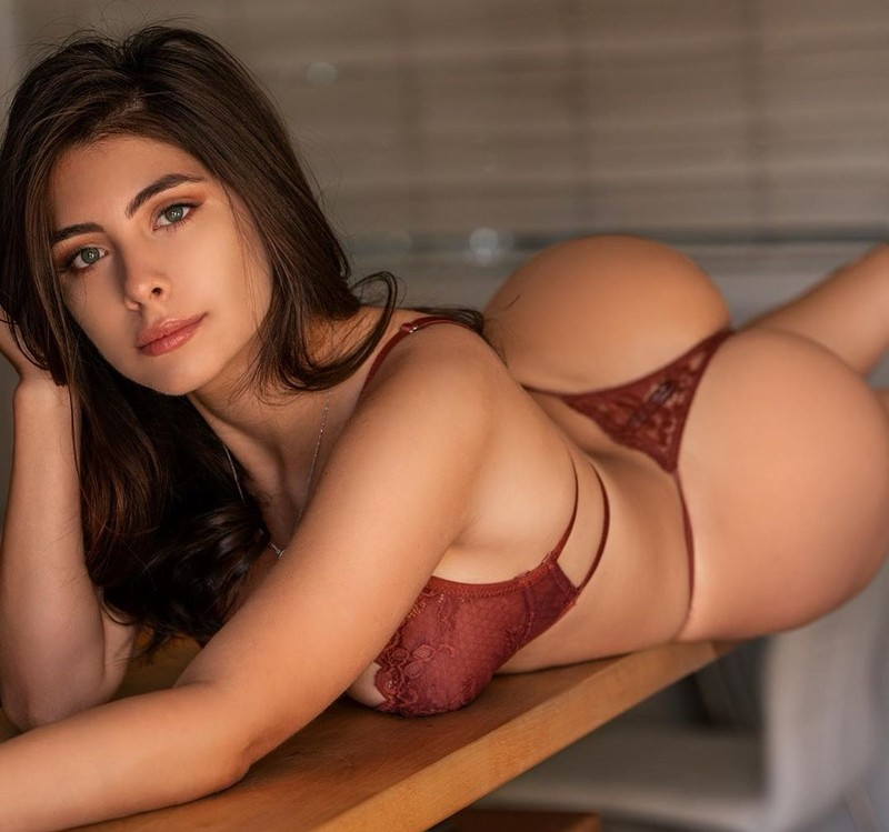 Fotos eróticas da atriz pornô Tru Kait
