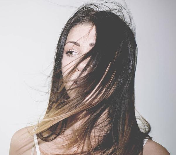 mujer-pelo-liso