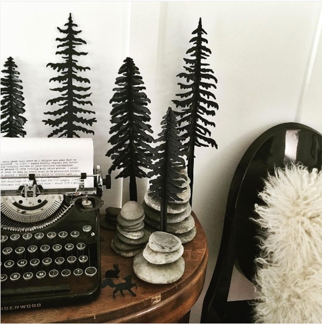 Scandinavian-inspired holiday decor by @TheIdeaEmporium for #AccentDecorMagic