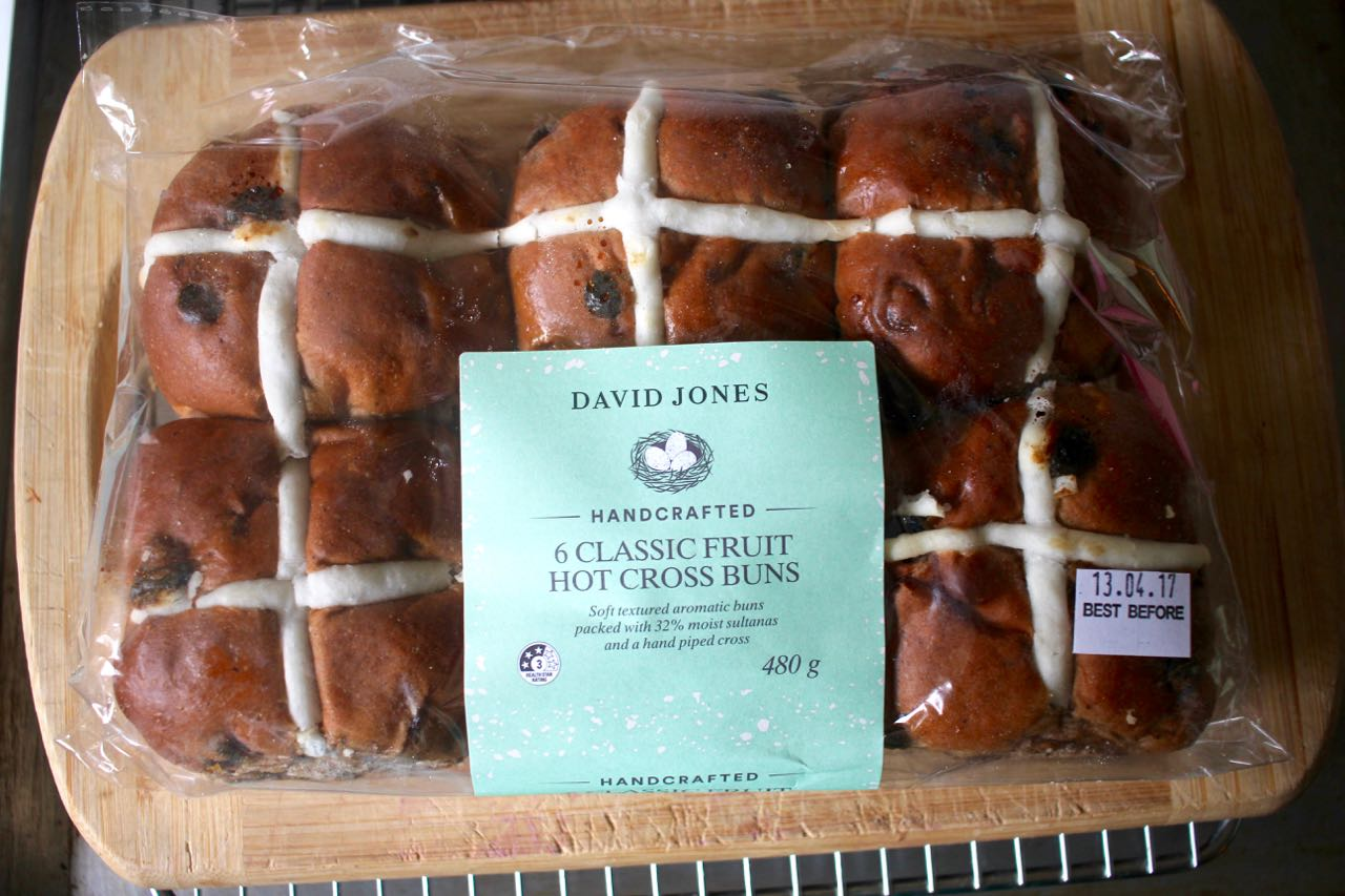 Green Gourmet Giraffe: Sourdough hot cross buns - and easter ...