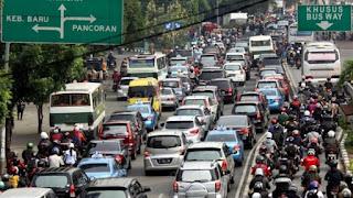 Bosan Selama Kemacetan, Hal Berikut Ini Bisa Bikin Balikin Mood Kalian Saat Berkendara