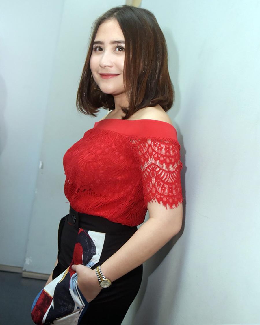 Prilly Latuconsina artis cantik kulit manis bibir tipis merah