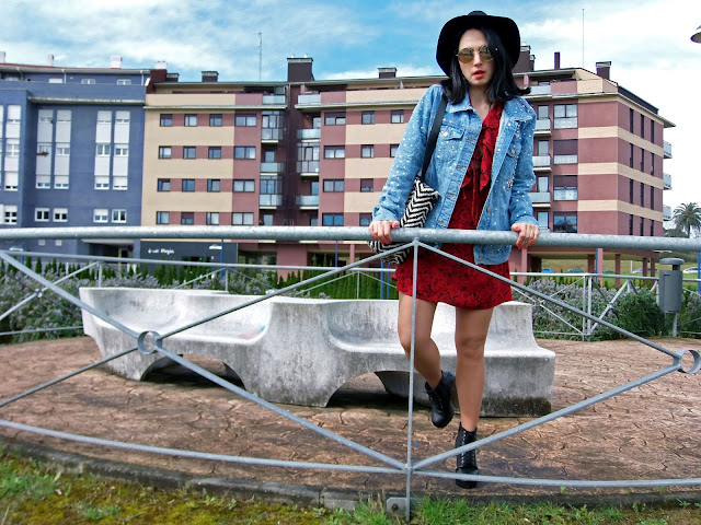 fashion, moda, look, outfit, blog, blogger, walking, penny, lane, streetstyle, style, estilo, trendy, rock, boho, chic, cool, casual, ropa, cloth, garment, inspiration, fashionblogger, art, photo, photograph, Avilés, asturias, zara, cazadora, vaquero, 80, oversize,