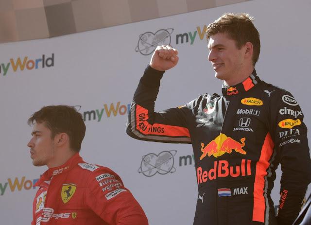 Duelo entre Leclerc e Verstappen não rendeu punições na Áustria — Foto Reuters