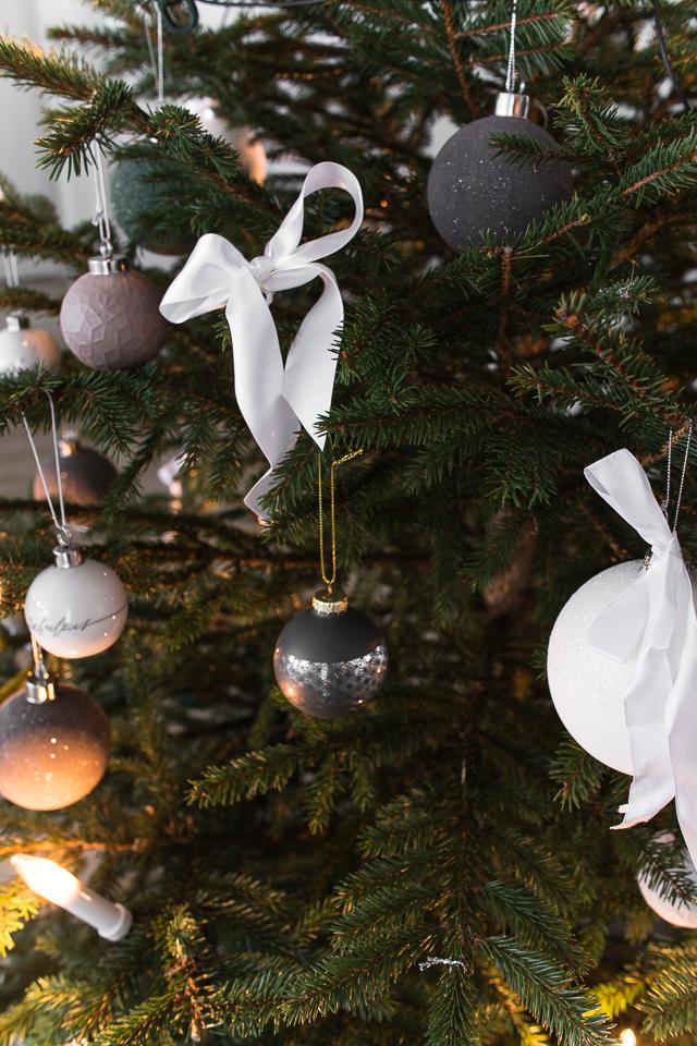 Hubsch joulupallo, rusetit, ideoita jouluun, joulukuusen koristelu