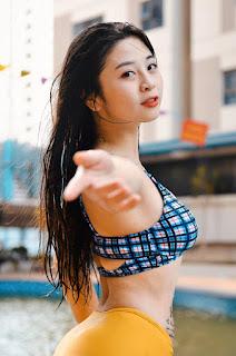 'Hot girl múa côn' mạnh mẽ, uy lực nhưng cũng rất đỗi gợi cảm, quyến rũ