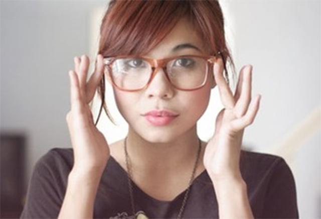6-sebab-kenapa-lelaki-mudah-tertarik-dengan-perempuan-nerd