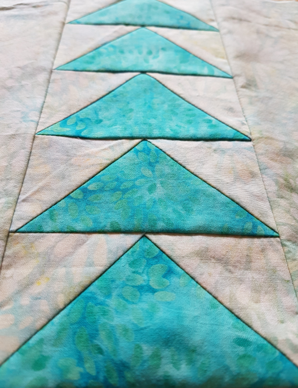 July monthly colour challenge block | DevotedQuilter.com