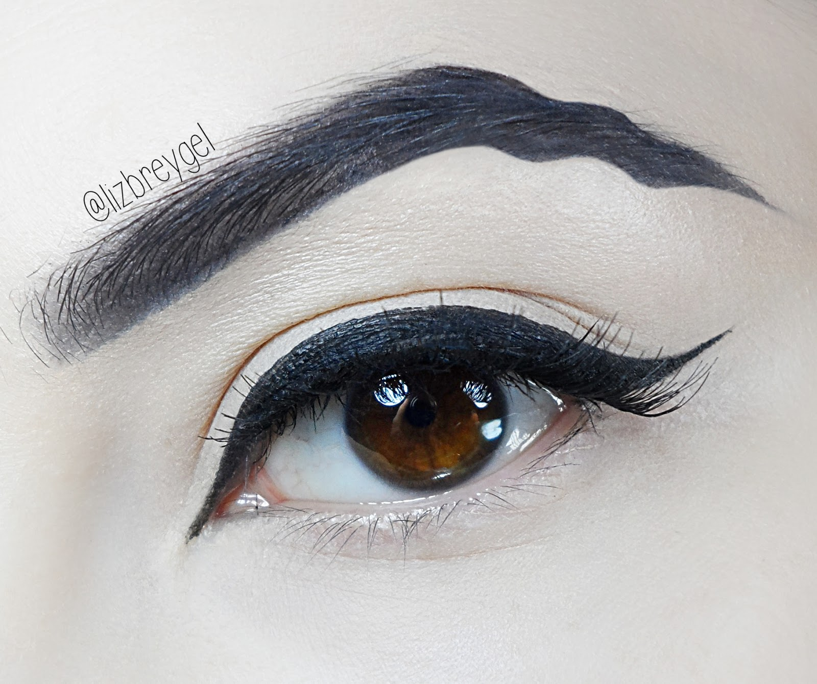 liz breygel makeup tutorial trend Squiggly Eyebrows wavy brows gothic makeup
