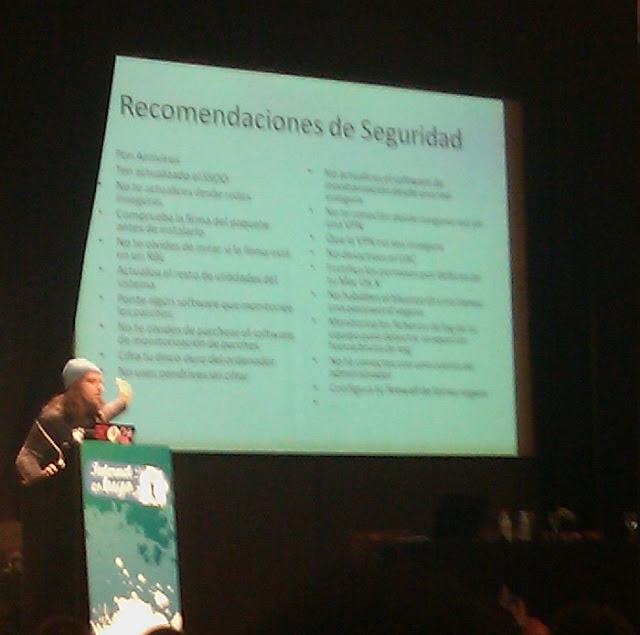 Chema Alonso Impartiendo su Ponencia Siendo de las más Entretenidas y Formativas en Internet es Tuyo 2010 en el Circo Price Madrid España