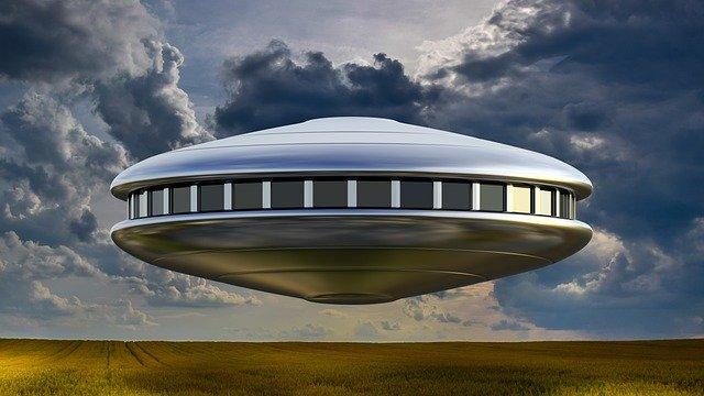 यू.एफ.ओ को देखकर मुर्गियां डर गई : UFO hindi story