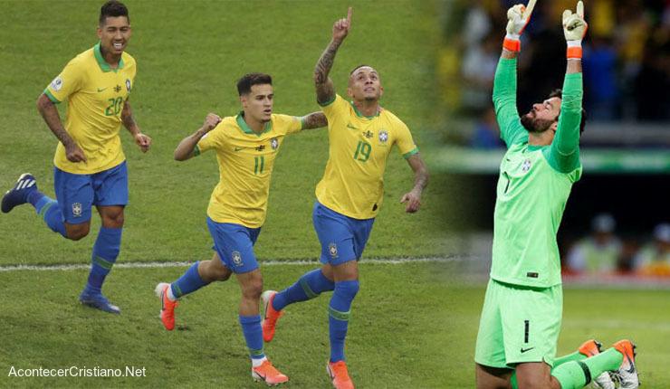 Jugadores brasileños celebran victoria en la Copa América