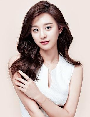 Biodata Kim Ji Won berperan sebagai Yoon Myung Joo