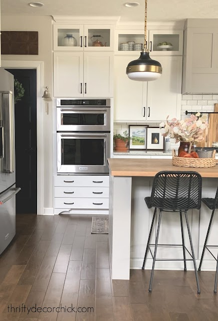black and brass accents in kitchen
