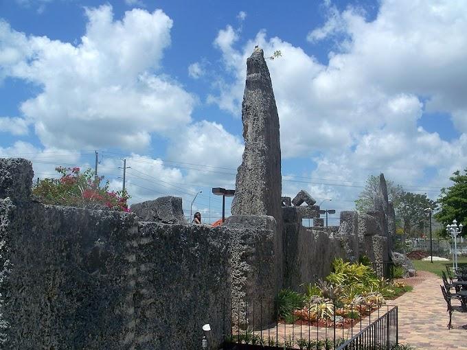 Коралловый замок Эдварда Лидскалиина во Флориде