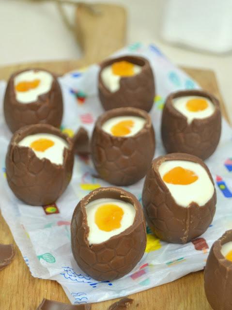 Huevos de Pascua rellenos de mousse de chocolate blanco