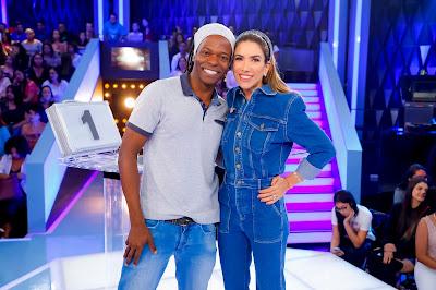Patricia e Chefe Meia-Noite (Fotos: Gabriel Cardoso/SBT)