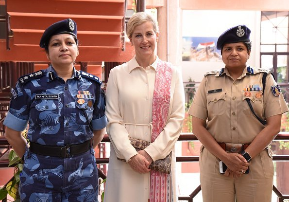 The Countess visited the United Services Institution of India in New Delhi. Sophie Habsburg clutch, Max Mara shirt dress
