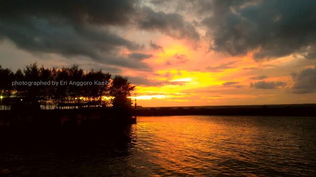 Sunset yang indah di Pulau Pramuka. Taken with Asus Zenfone 2.
