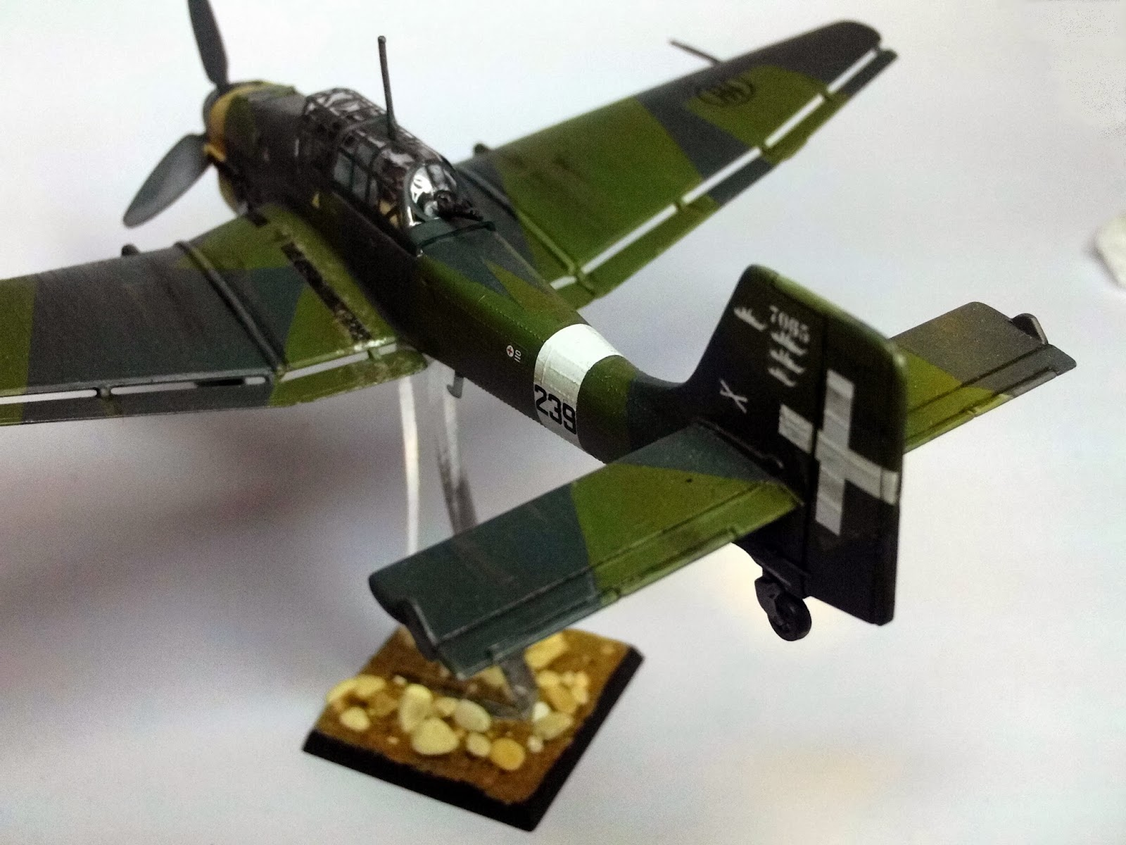 small resolution of powered by one 1 100hp junkers jumo 211 engine the ju87b 2 had a maximum speed of 390km h 242mph wing span 13 78m 45ft 3in length 10 99m 36ft 1in