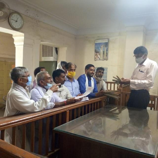 अखिल भारतीय किसान सभा ने विभिन्न मांगों को लेकर उपखण्ड अधिकारी को सौंपा ज्ञापन