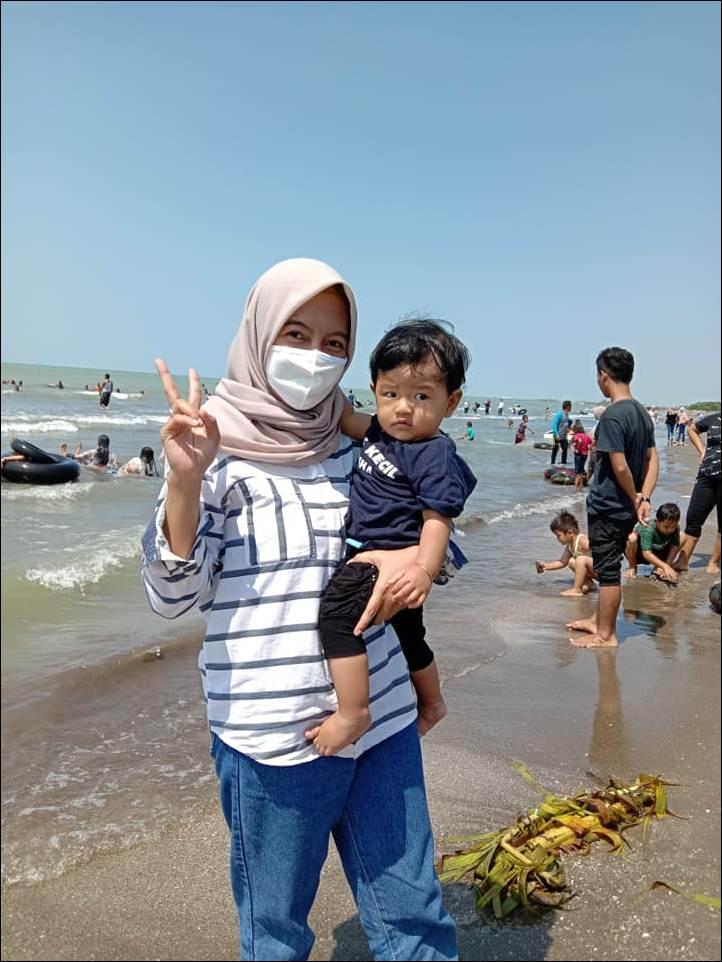 Pantai Glayem Juntinyuat