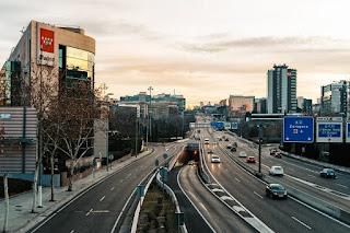 El 25% de los habitantes de las grandes ciudades españolas utiliza su coche a diario