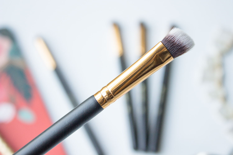 BH Cosmetics Sculpt & Blend Small Angled Blending Face Brush