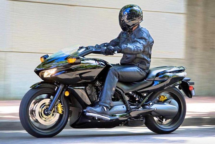 Honda DN-01 - Motorbikes wallpapers: 1600x1200