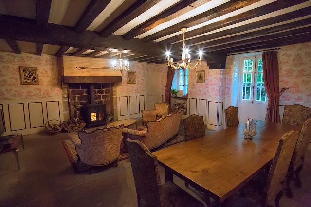 Inglenook fireplace,  cheminée, En France, poele a bois