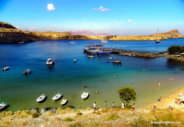 trilha para a Acrópole na Praia de Mégalos Gialós, na Vila de Lindos, llha de Rodes, Grécia