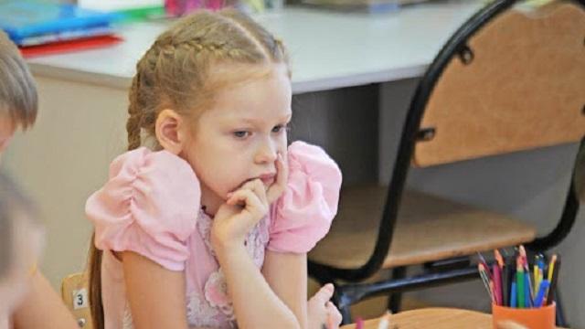 В московском детсаду учитель рисования карандашом проткнула ногу четырёхлетней девочке