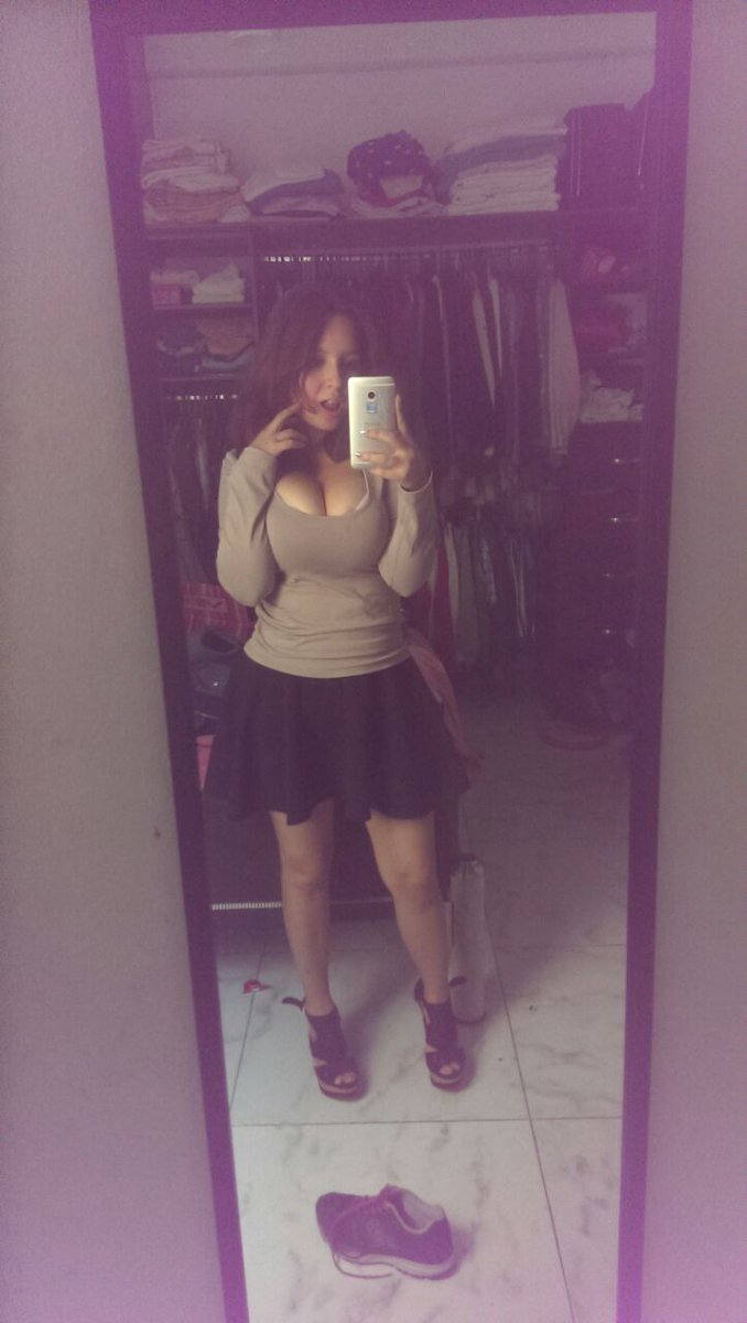 gambar bokep cewek latina nakal selfie topless pamer toket gede brutal pentil coklat,gadis latina bohay