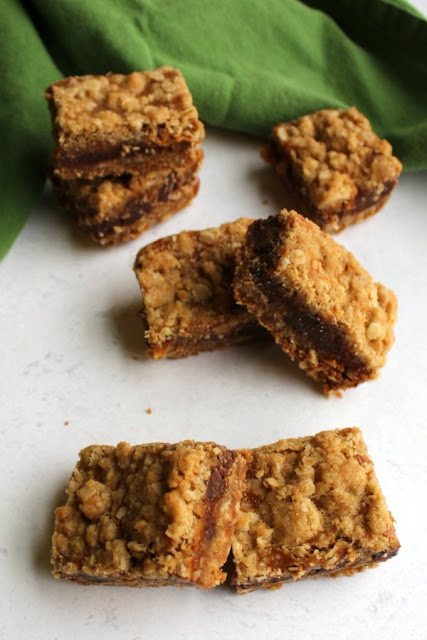 caramel, chocolate chip crumb bars