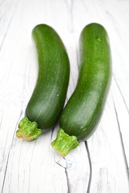 2 courgettes (zucchini)
