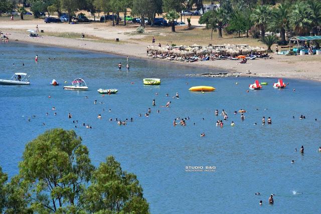 Ναύπλιο: Ξεχύθηκαν στις παραλίες ντόπιοι και επισκέπτες