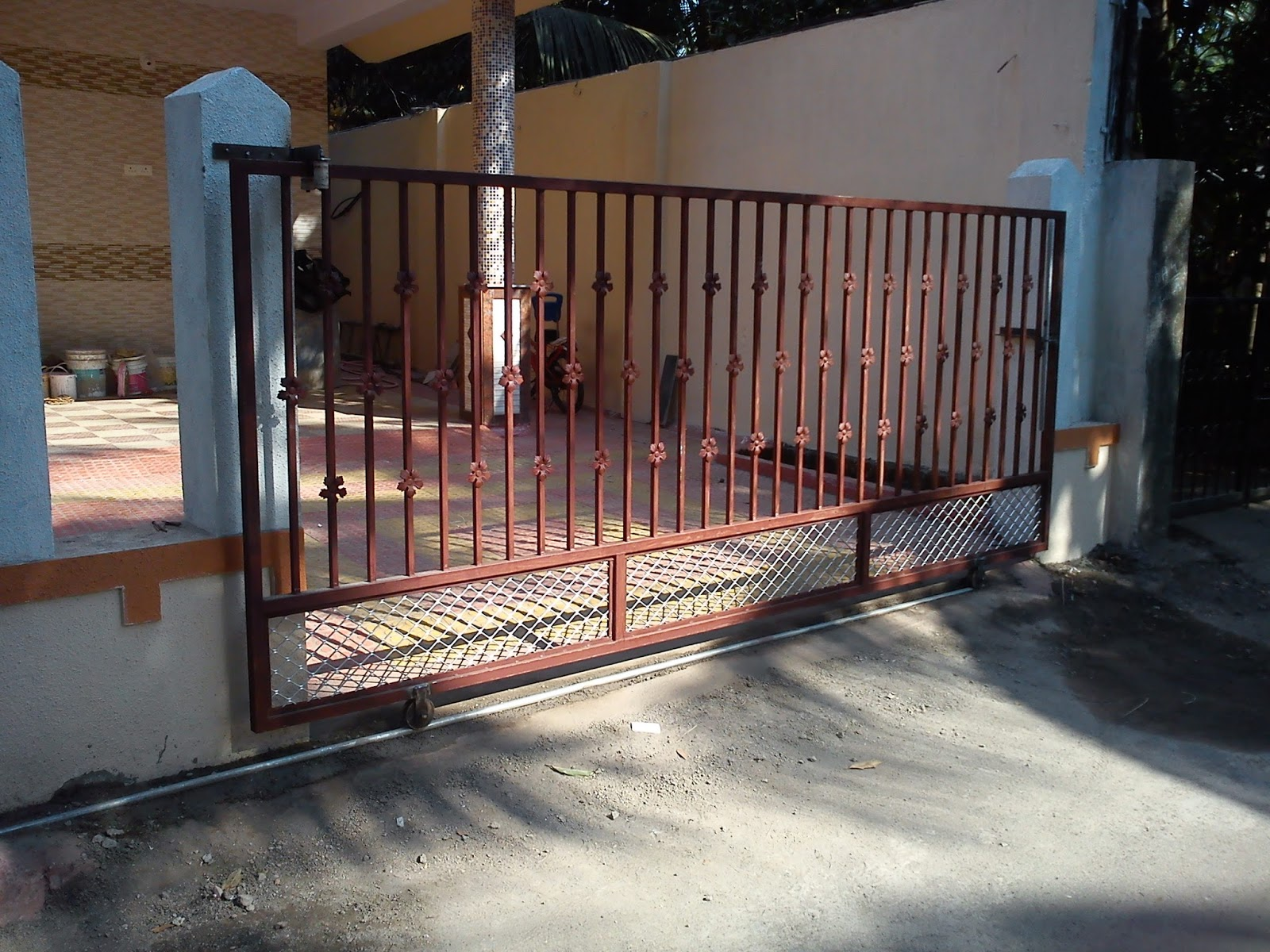 Compound sliding gate maker in vasai jbl fabrication