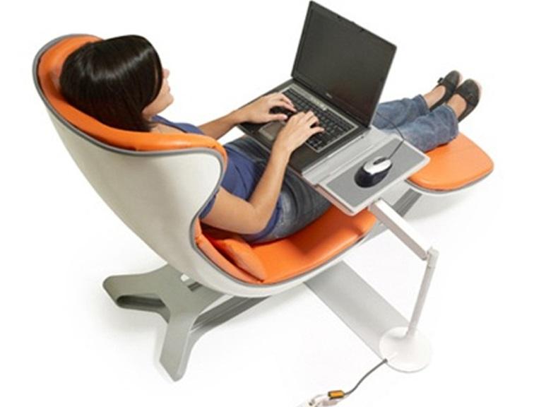 kursi kerja kantor dan meja laptop ternyaman