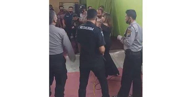 Video Pisah Sambut Kapolsek di Jawa Timur Viral, Terlihat Anggota Polisi Joget Dangdut saat Pandemi