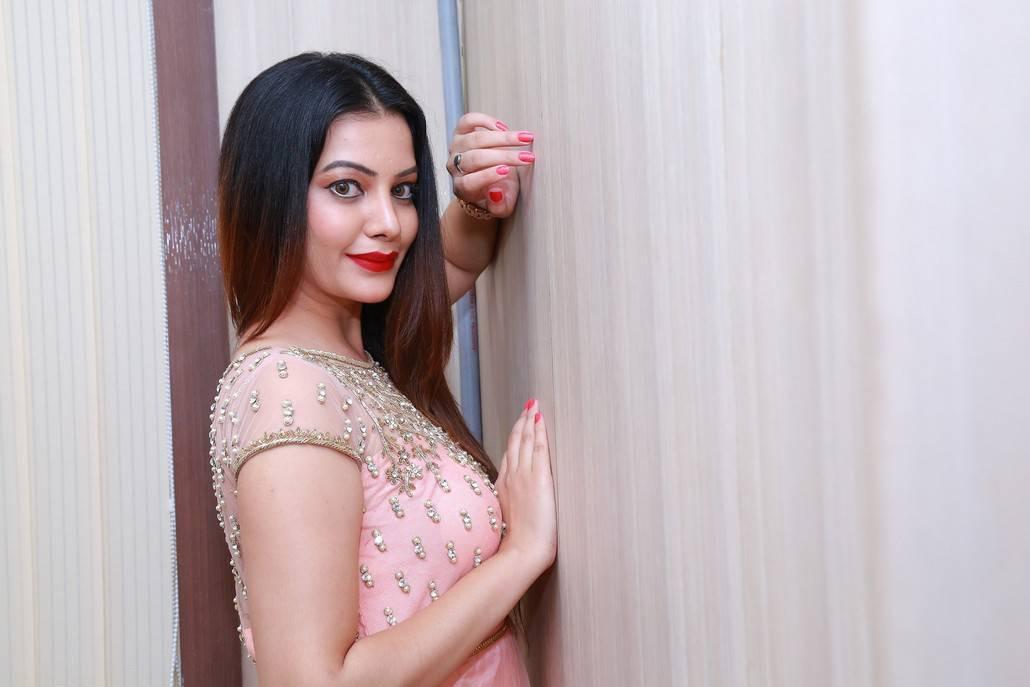 Diksha Panth At Studio 11 Spa and Salon Launch Stills