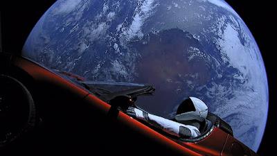 سيارة Tesla Roadster تقترب الى وجهتها لكوكب المريخ