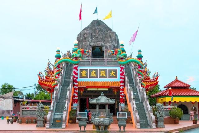 Top 5 Best Buddhist Temples Selangor, Nan Tian Temple, Kuan Yin Temple,  Fo Guang Shan Dong Zen Temple, Qi Jian Xian Shi Fo Zu Gu Miao Temple, Travel