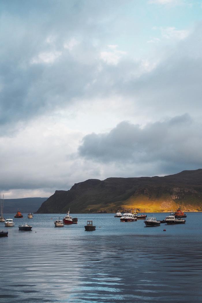 Bateau au port de Portree sur l'île de Skye en Ecosse