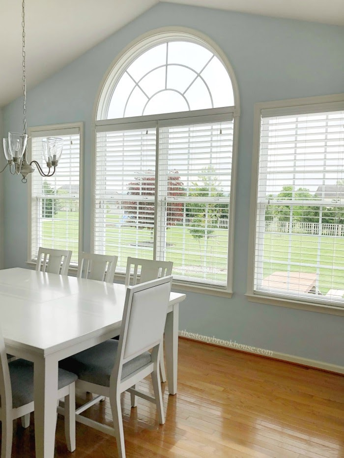 THE STONYBROOK HOUSE | INSTALLING FAUX WOOD BLINDS