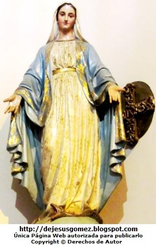 Imagen de la Virgen María extendiendo las manos  (Virgen María de la Iglesia San Pedro). Foto de la Virgen María tomada por Jesus Gómez