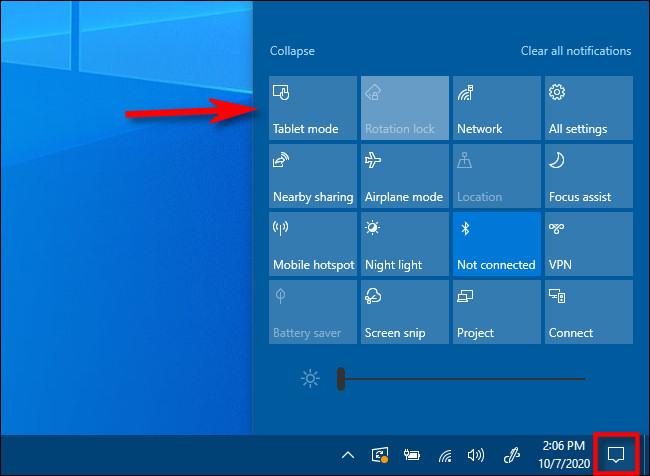 في Windows 10 Action Center ، انقر فوق الزر Tablet Mode.