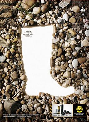 21b1cacb33b65 Seus pés à prova de tudo. O perigo atrai. Sete Léguas protege. (2012) Seus  pés a sete léguas de qualquer perigo. (2012) Tão profissional quanto você.  (2009)