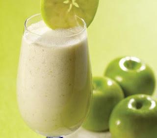 """<img src=""""batido-de-manzana-espinaca-y-avena.jpg"""" alt=""""te ayuda a bajar de peso naturalmente; es nutritivo y te aporta omega 3"""">"""